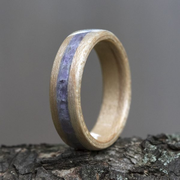 Maple wooden ring inlaid with amethyst